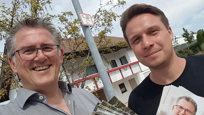 Michael Donth MdB und Manuel Hailfinger beim Tür-zu-Tür-Wahlkampf in Sonnenbühl.