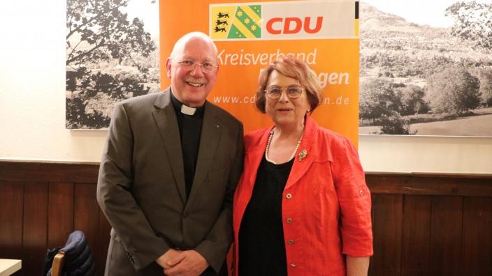 v.l.: Dekan Dr. F. Richert, Vorsitzende AK Bildung A. Lucas-Zweigle